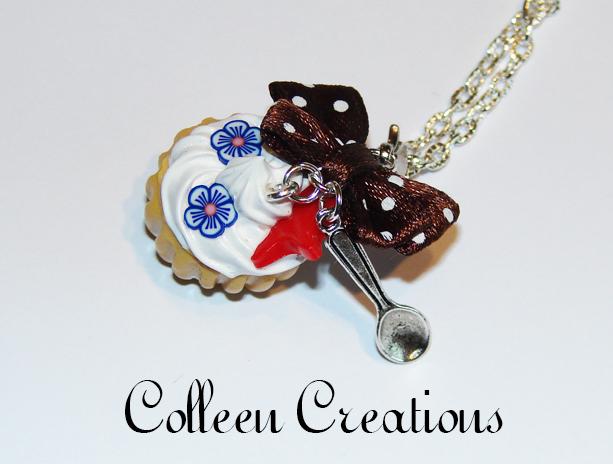 collier-cupcake-bleu
