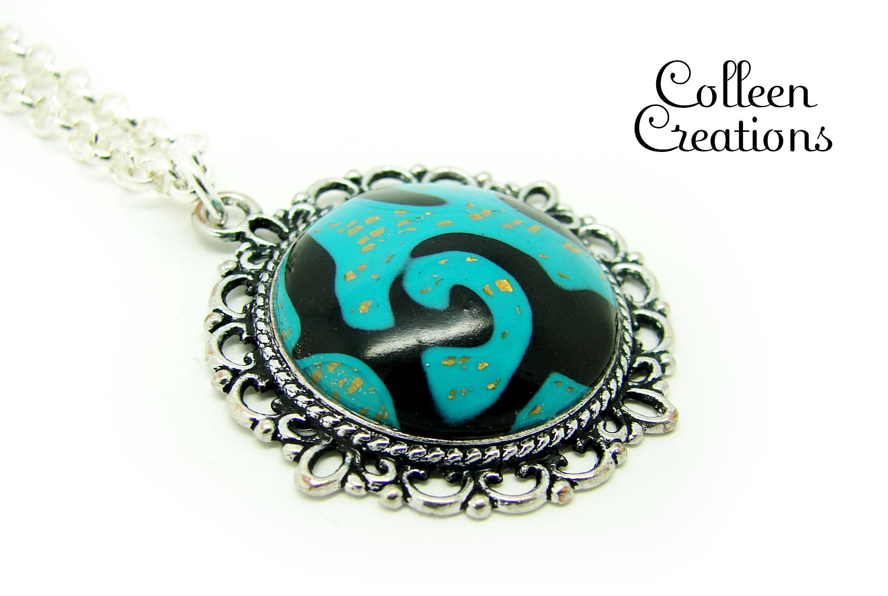 collier-pendentif-support-bleu-noir